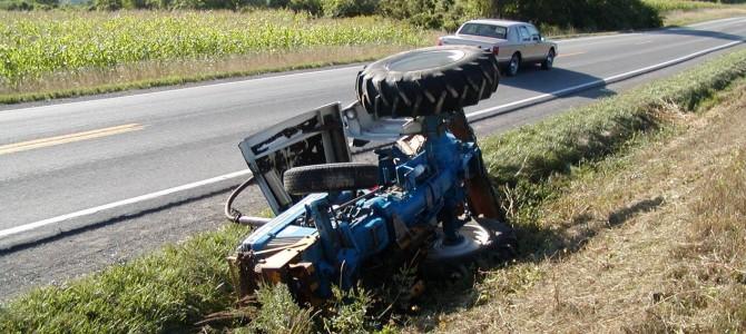 Accidente de tráfico, mujer atrapada bajo vehículo