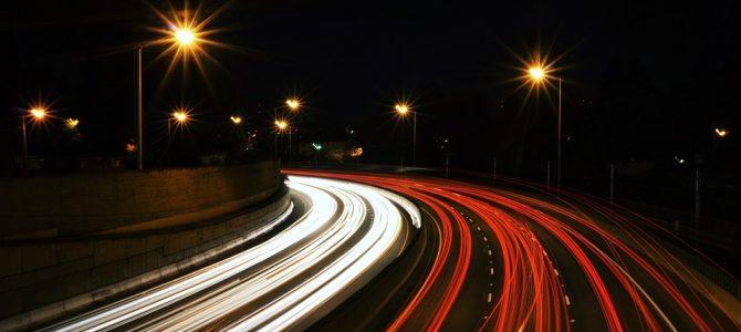 Consejos para evitar un accidente de tráfico de noche