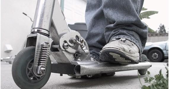 Caerse de un patinete yendo al trabajo es accidente laboral, según un tribunal