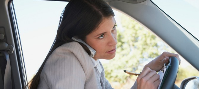 Distracción al volante, peligro de accidente