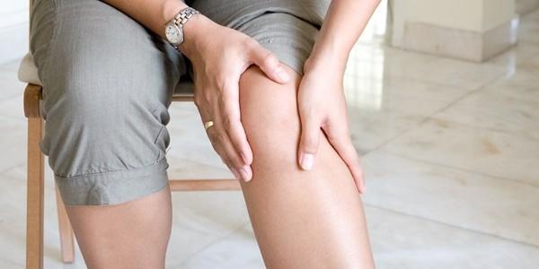 Un dolor de rodillas por coger una caja es accidente laboral y se puede cobrar la baja médica